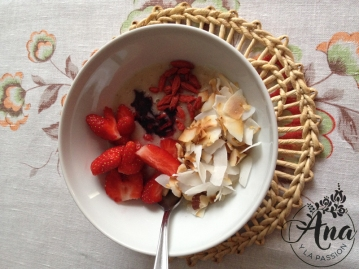 Fruit_granola_bowl