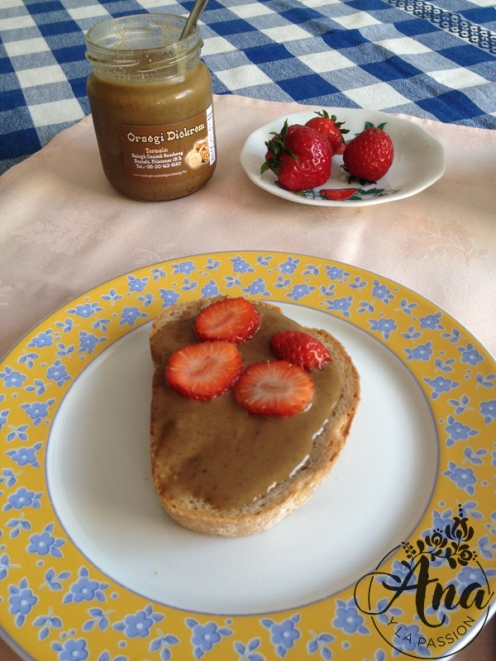 toast_with_nutbutter_strawberries